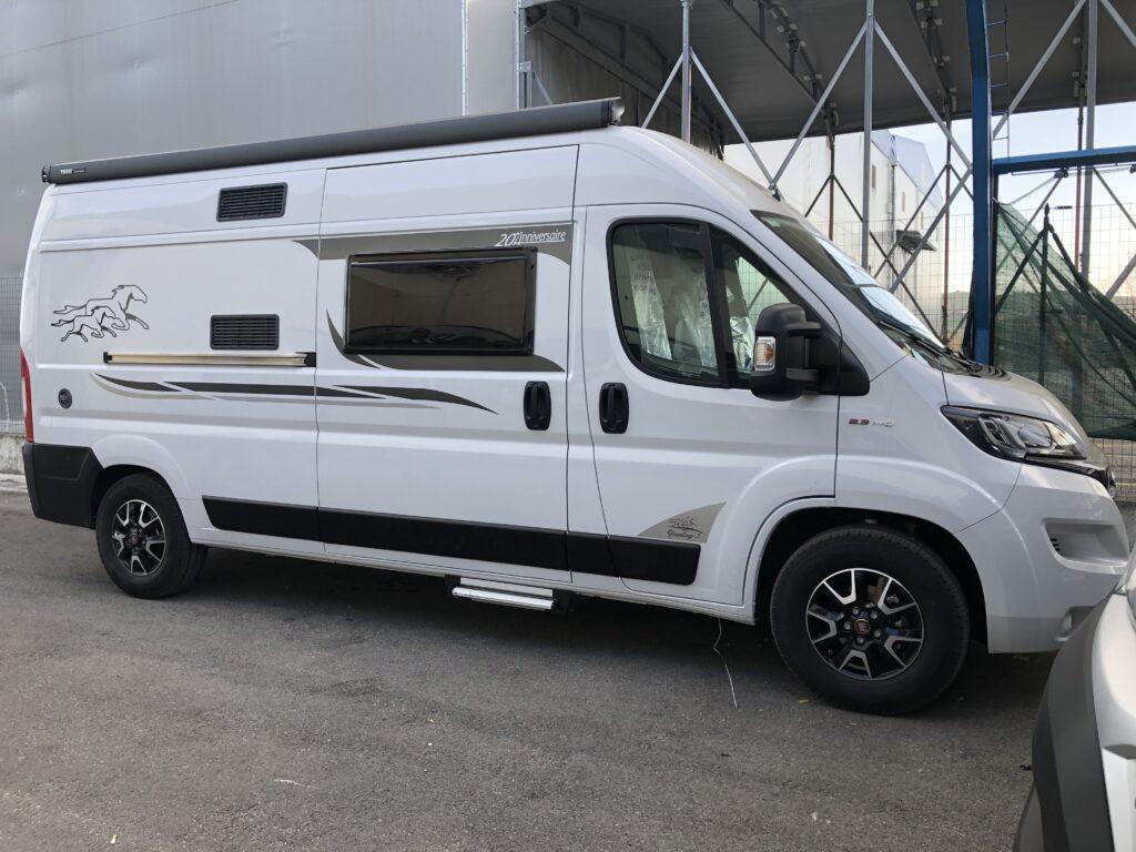 McLouis Yearling Van 2020