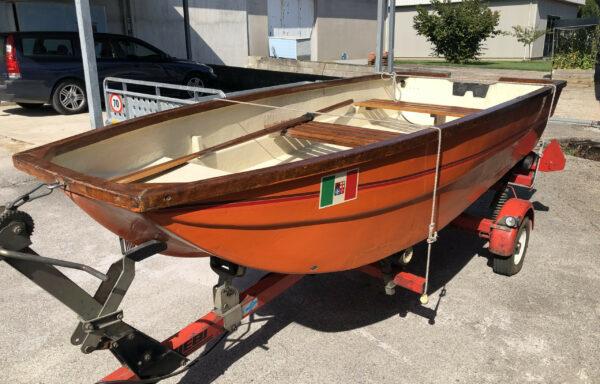 Barca con rimorchio